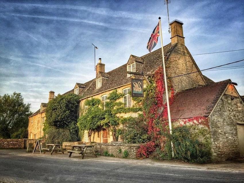 the swan inn R