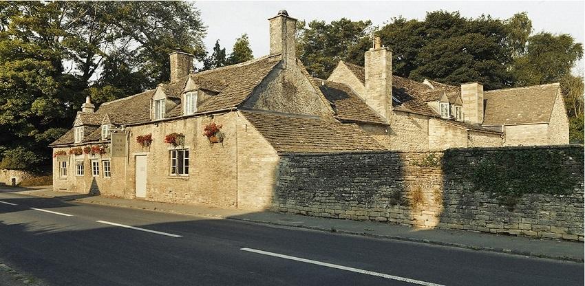 The village pub R