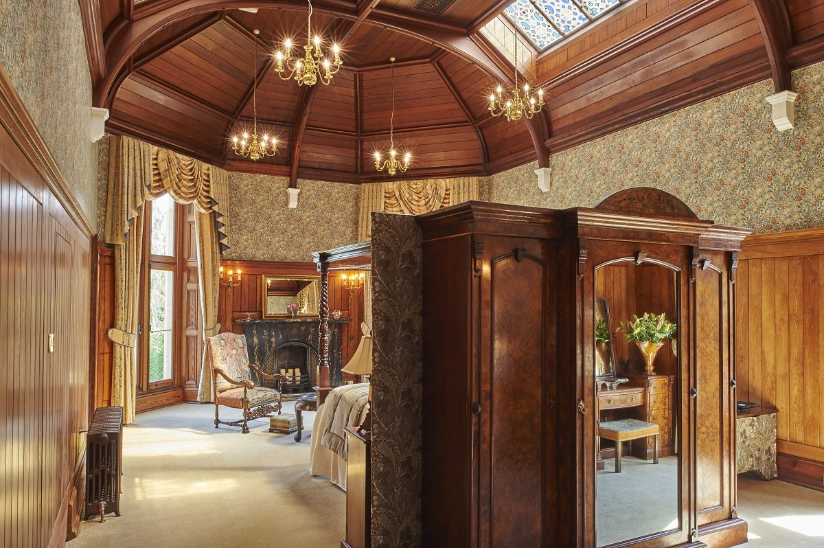 churchill suite at pale hall-min