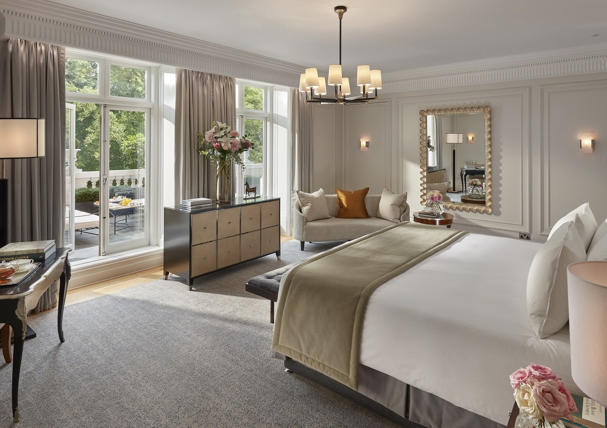 The Royal Suite at Mandarin Oriental, 66 Knightsbridge, London SW1X 7LA The Royal Suite: 6 Persons 242 sqm / 2,605 sqf Hyde Park view Three bedrooms and three bathrooms Dining room and kitchen 24.5 sqm terrace.